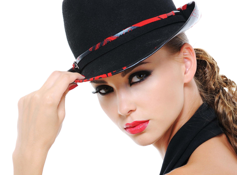 Фото брюнетки в черной шляпе 8 фотография
