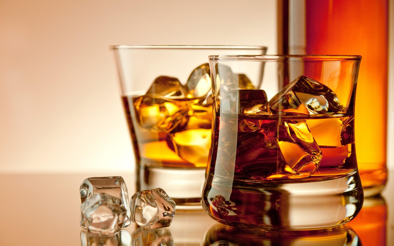173753_szklaneczki_whisky_kostki_lodu.jpg