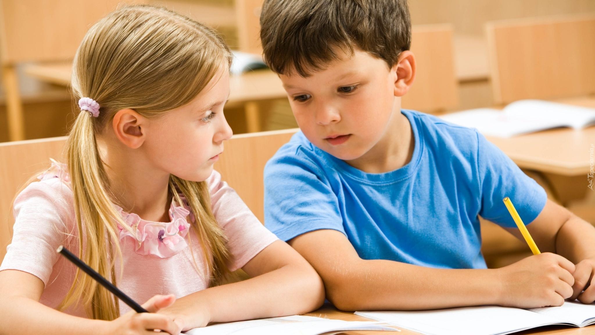 Dzieci, Chłopiec, Dziewczynka, Klasa, Ołówki, Zeszyty