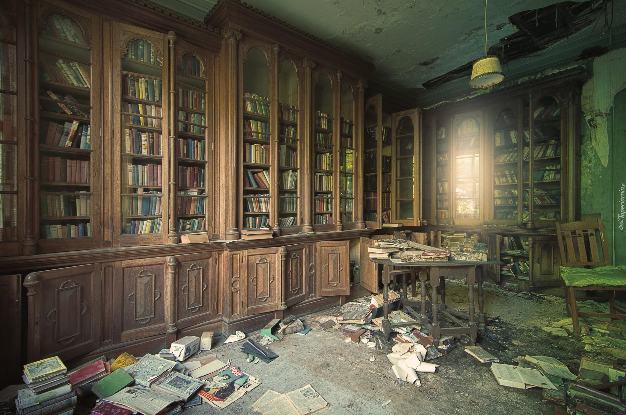 Zaniedbana Stara Zniszczona Biblioteka