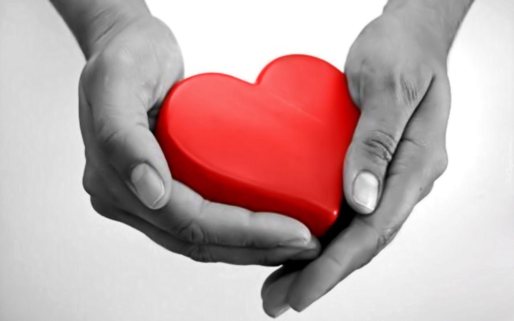 Znalezione obrazy dla zapytania czerwone serce na dłoni