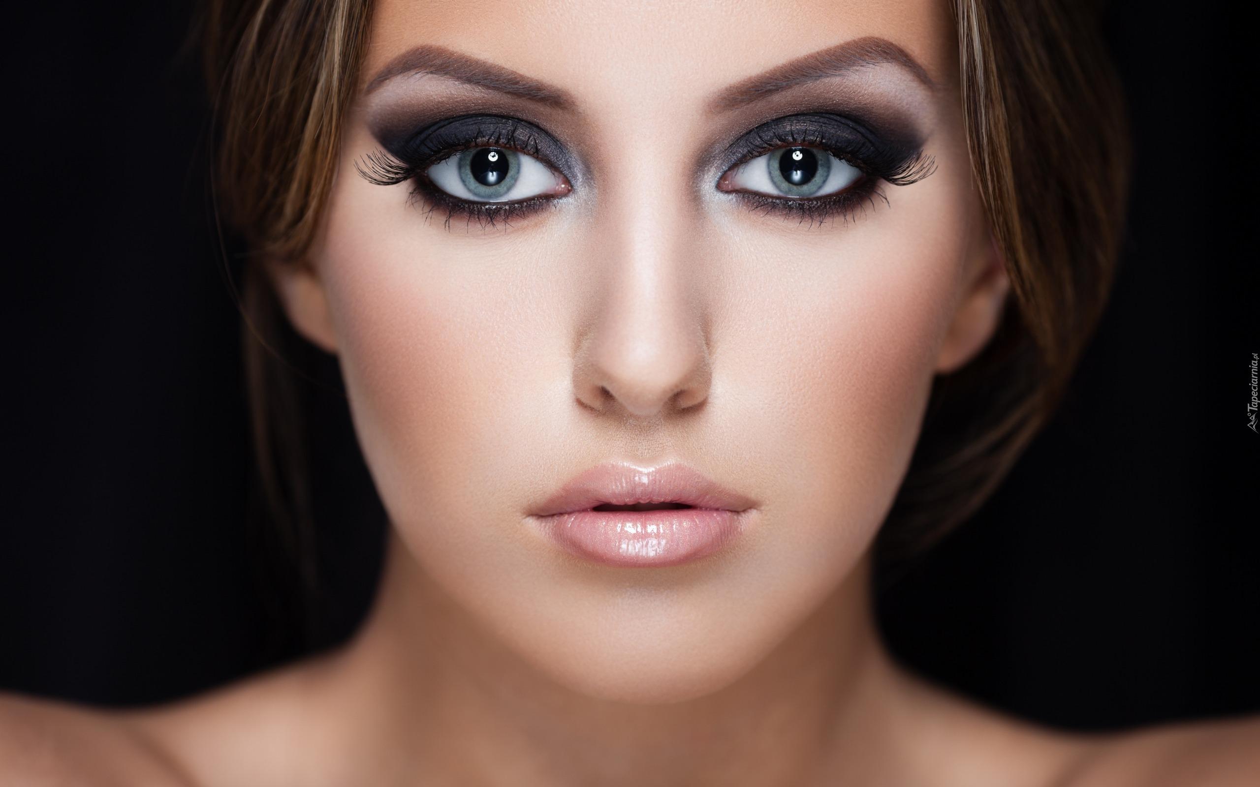 Twarz Kobiety W Makijażu