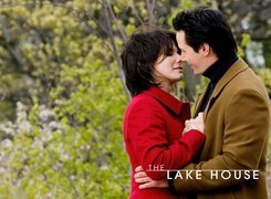 The Lake House, Sandra Bullock, m�czyzna, park, poca�unek