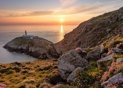 Latarnia morska South Stack na wyspie South Stack w Walii