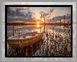 Jezioro, Łódka, Szuwary, Wschód słońca, Chmury