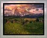 Góry Sassolungo, Dolomity, Drewniane, Domki, Drzewa, Płaskowyż Seiser Alm, Dolina Val Gardena, Łąki, Włochy