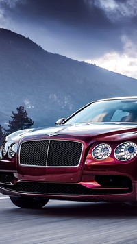 Bentley Continental Flying Spur na tle gór