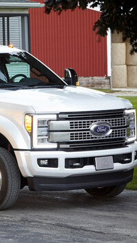 Ford Super Duty F-450 Platinum Crew Cab