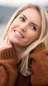 z kim umawia się Laura Vandervoort losowe pytania na portalach randkowych