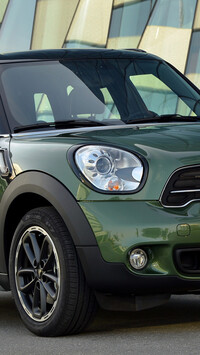 Zielony Mini Countryman przodem