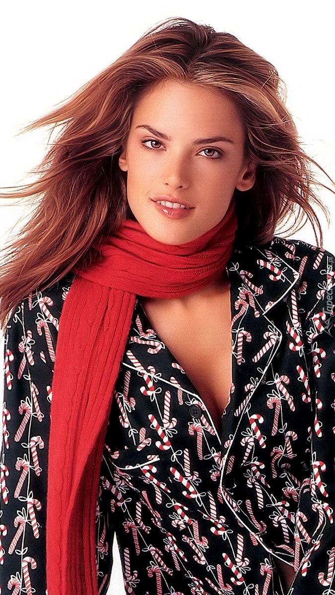 Alessandra Ambrosio w czerwonym szaliku