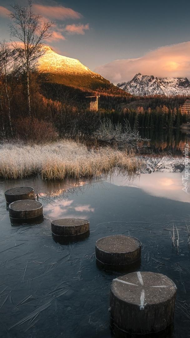 Altana nad zamarzniętym jeziorem