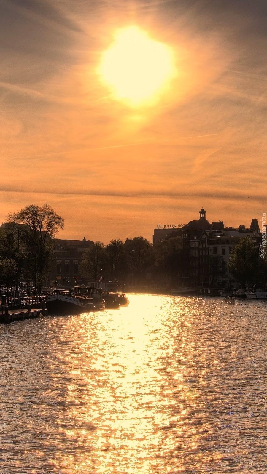 Amsterdam o zachodzie słońca