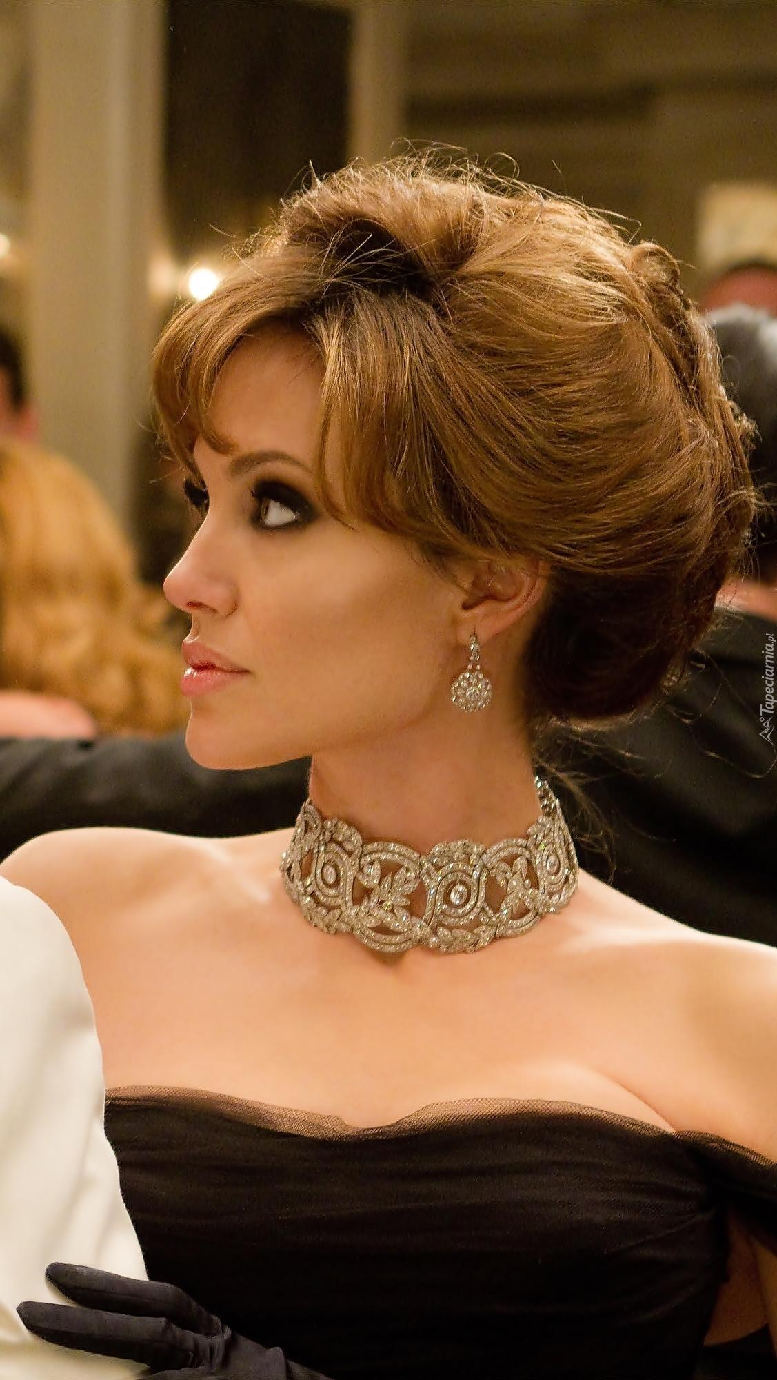 Angelina Jolie w kolii