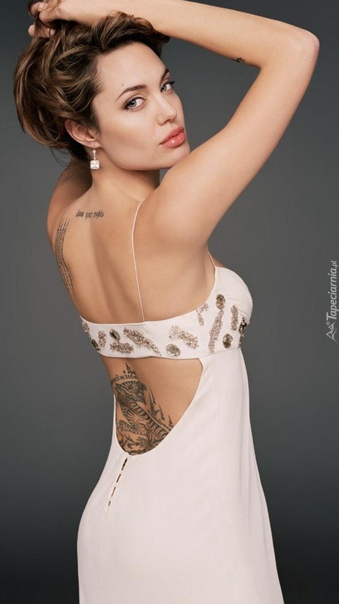 Angelina Jolie z tatuażami