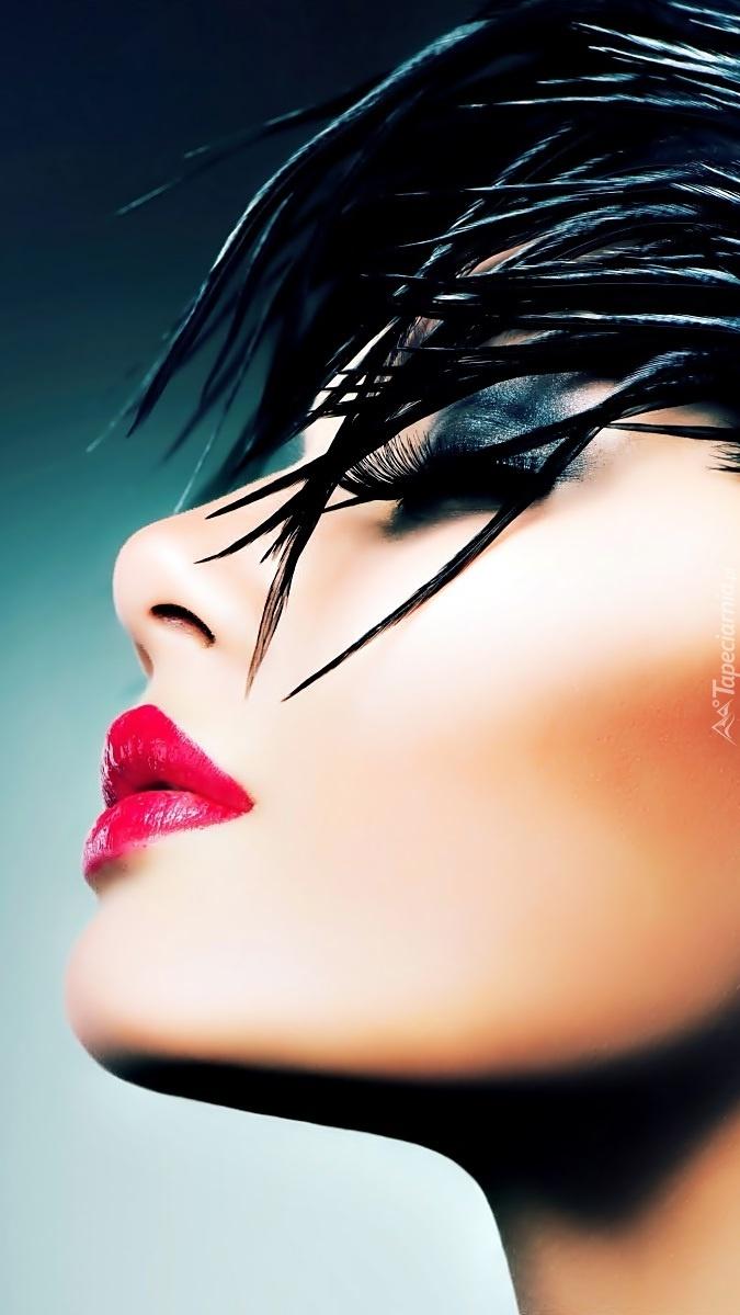 Anna Subbotina w makijażu