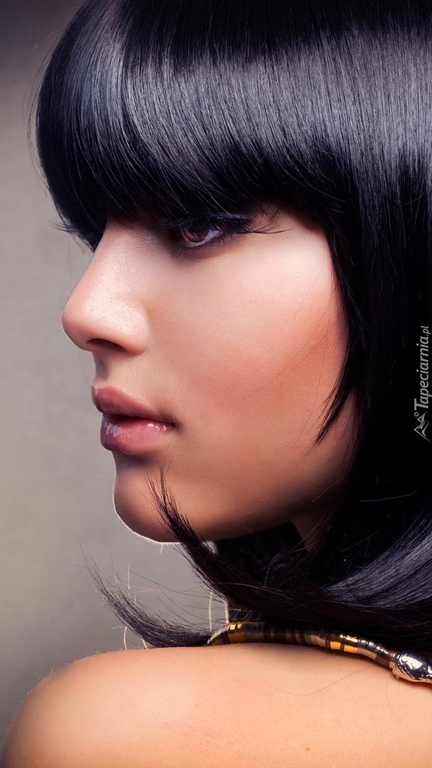 Anna Subbotina z profilu