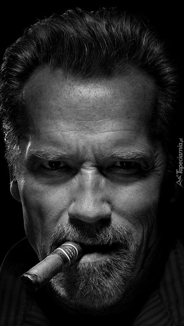 Arnold Schwarzenegger z cygarem
