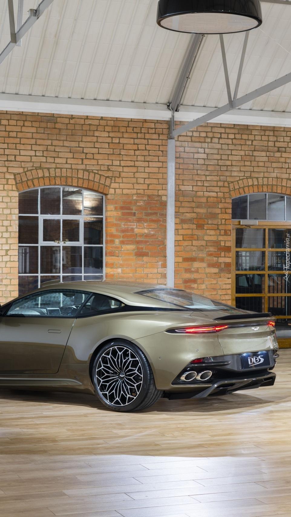 Aston Martin DBS bokiem