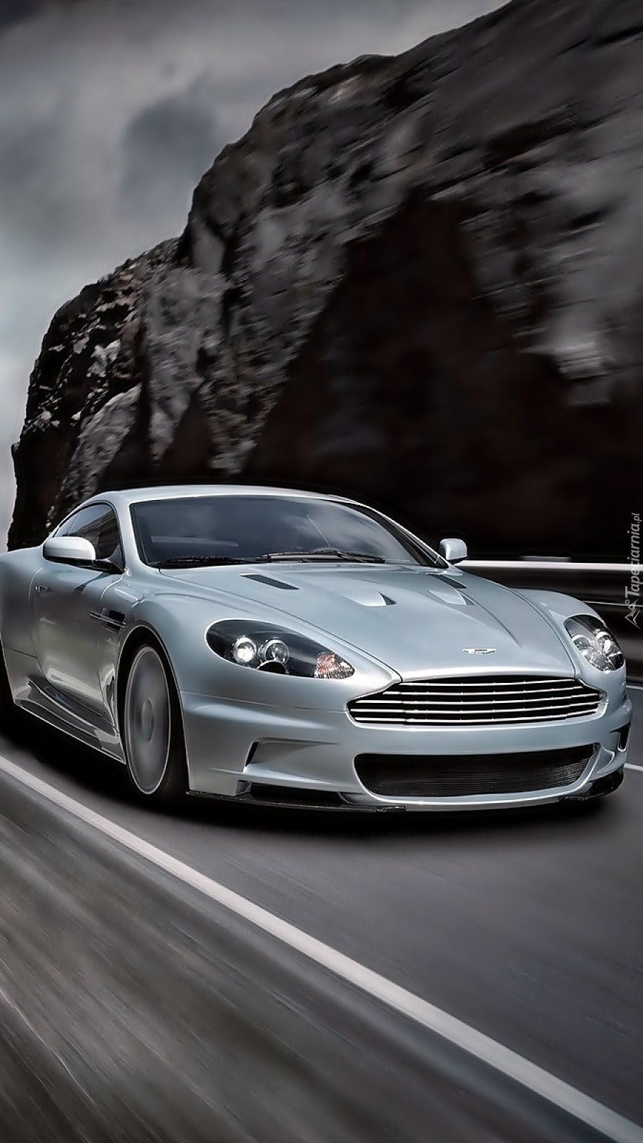 Aston Martin DBS na drodze
