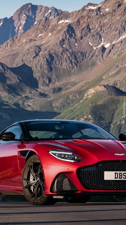 Aston Martin DBS na tle gór