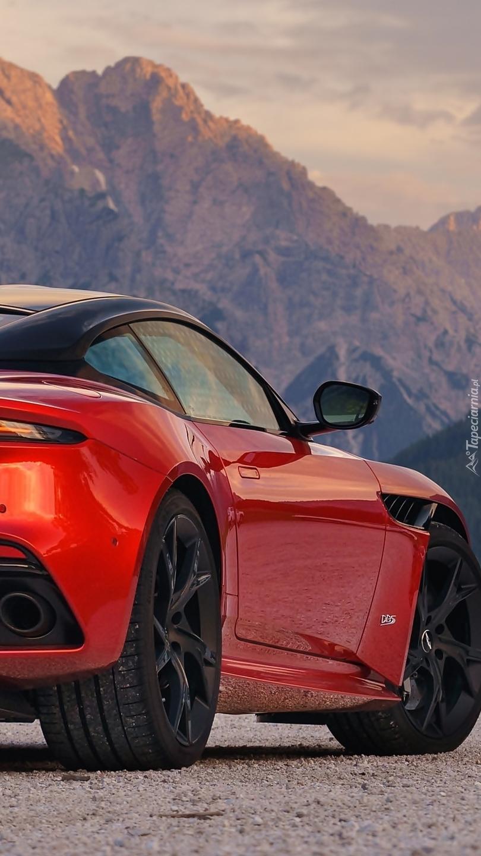 Aston Martin DBS Superleggera bokiem