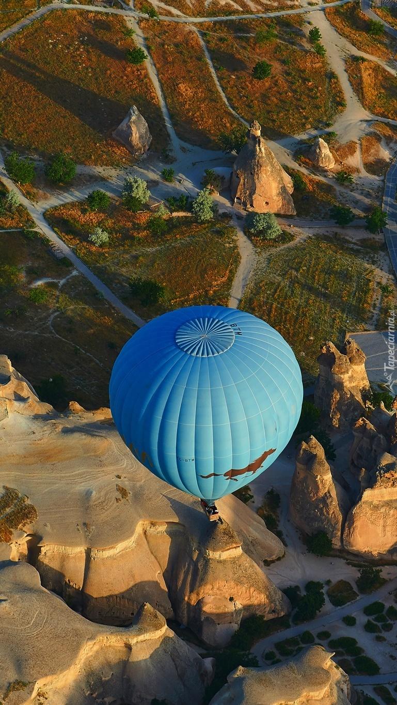 Balon nad skałami tufowymi w Turcji