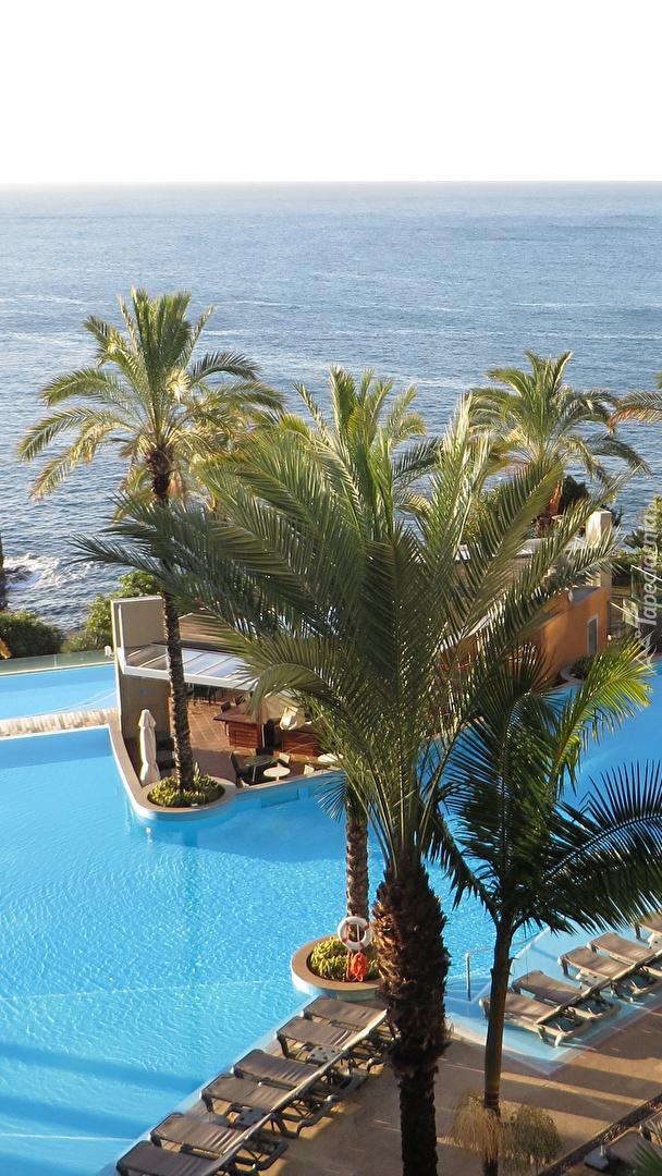Basen na terenie hotelu Pestana Promenade na Maderze