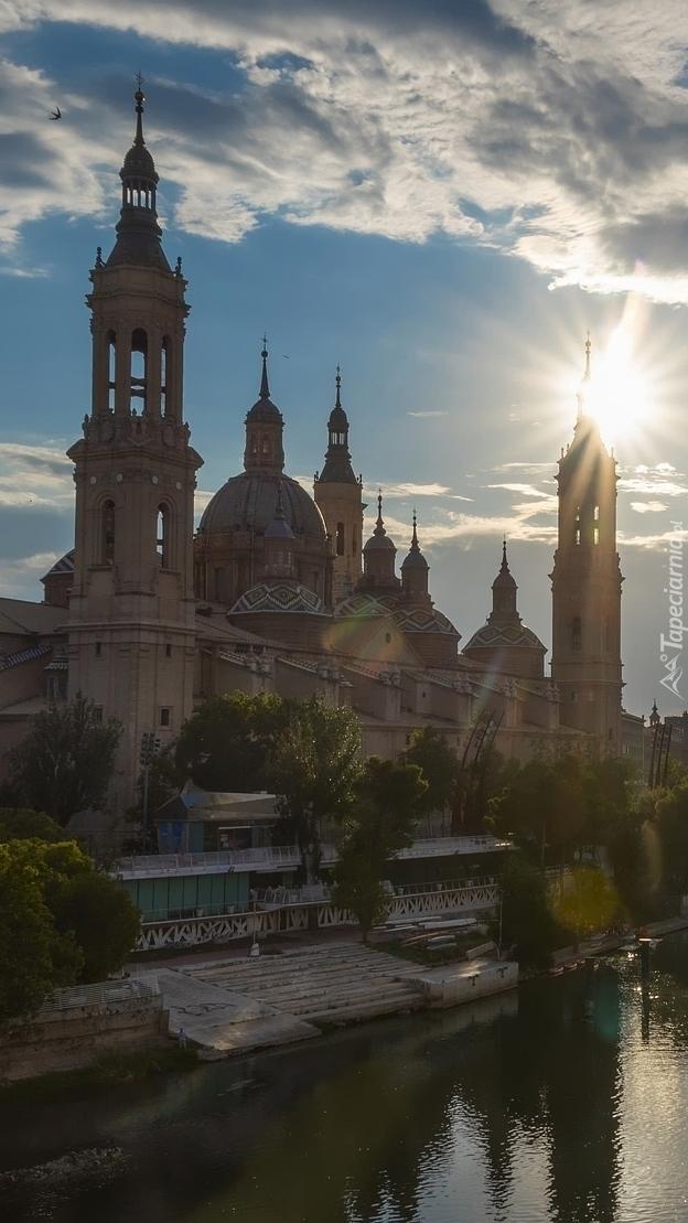 Bazylika Nuestra Senora del Pilar nad rzeką Ebro