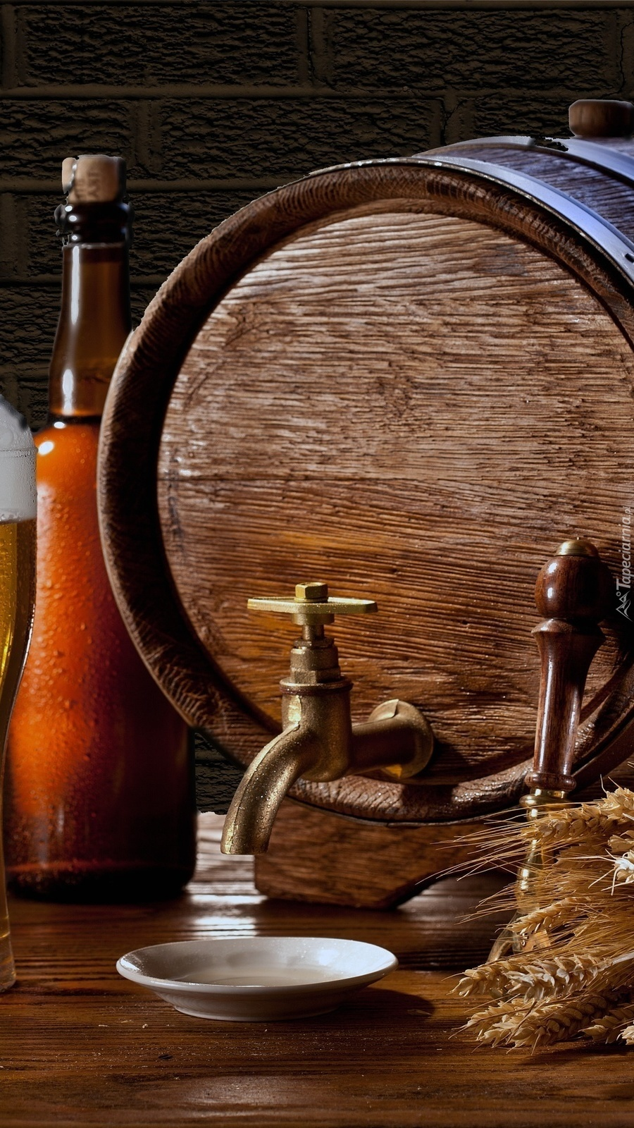 Beczka piwa z kranikiem