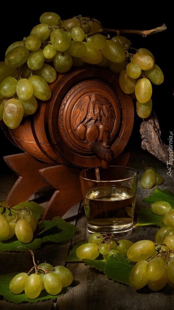 Beczułka na wino i winogrona
