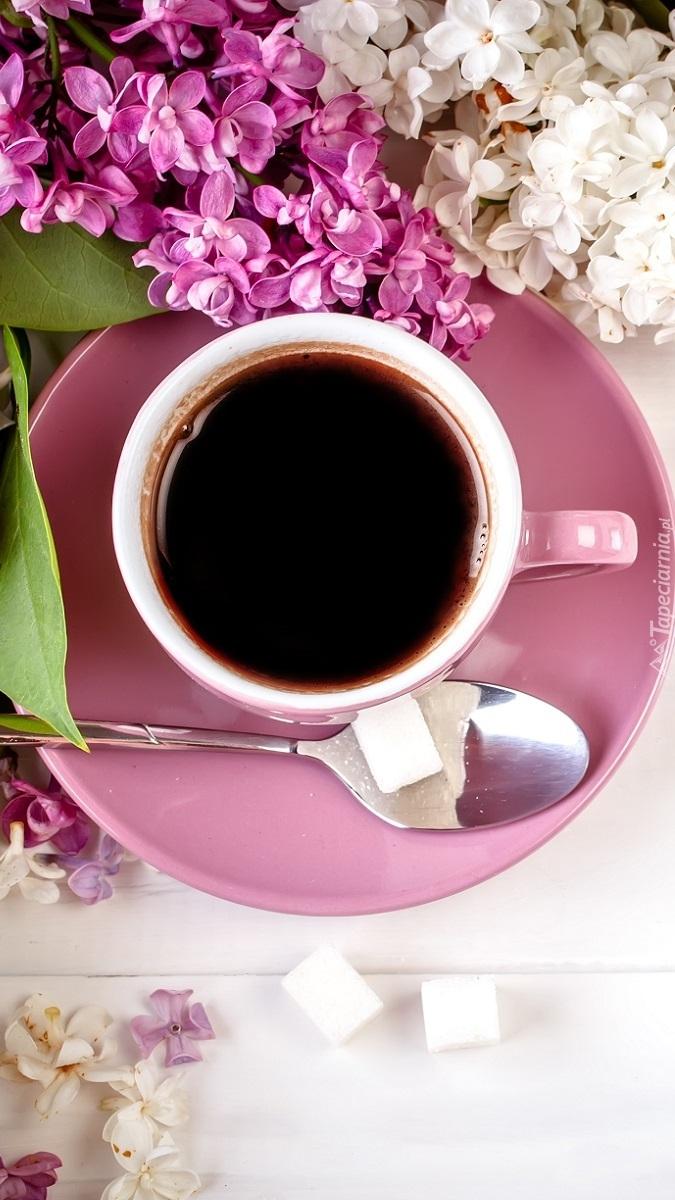 Bez na filiżance z kawą