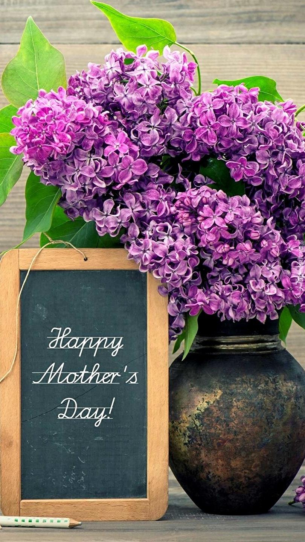 Bez w wazonie z życzeniami na Dzień Matki