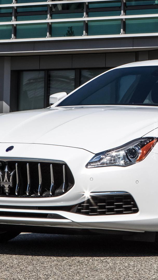 Białe Maserati Quattroporte