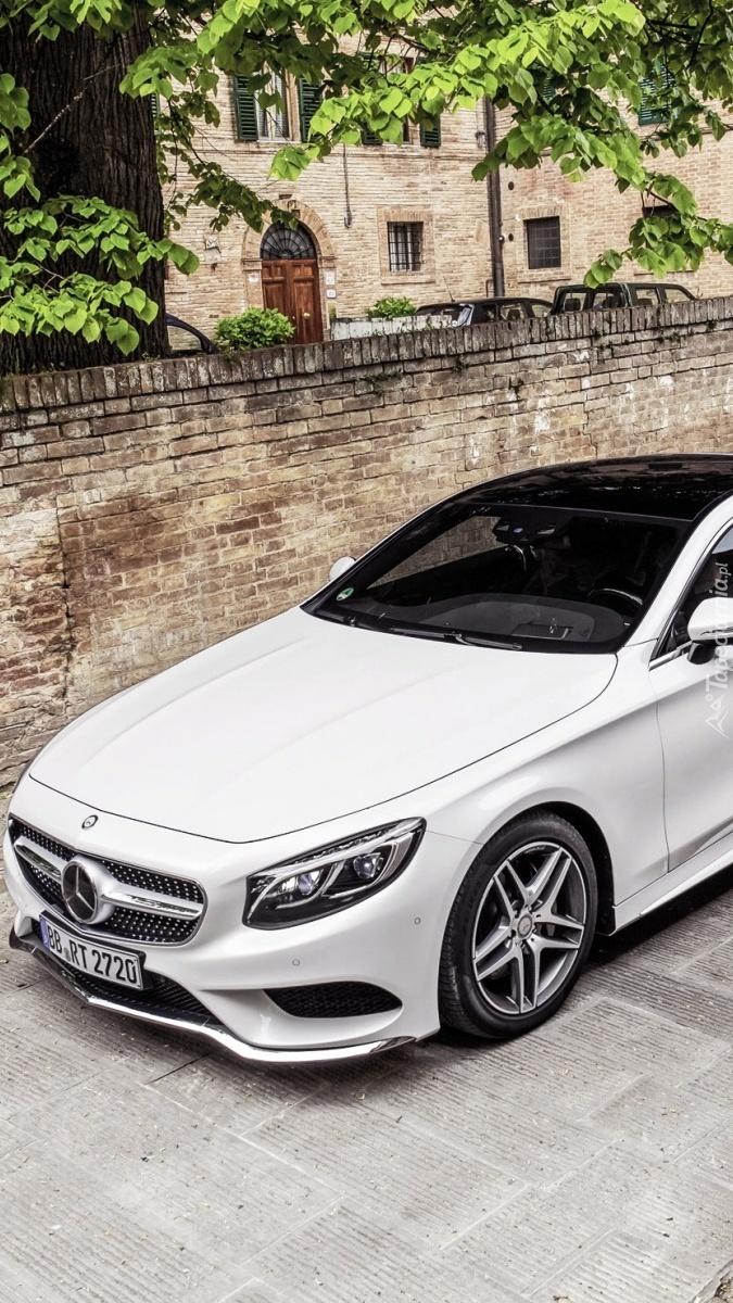 Biały Mercedes
