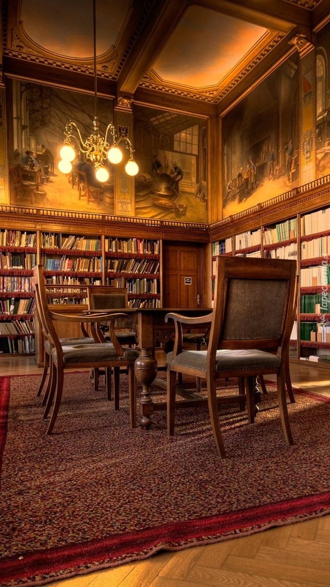 Biblioteka z malowidłami na ścianach
