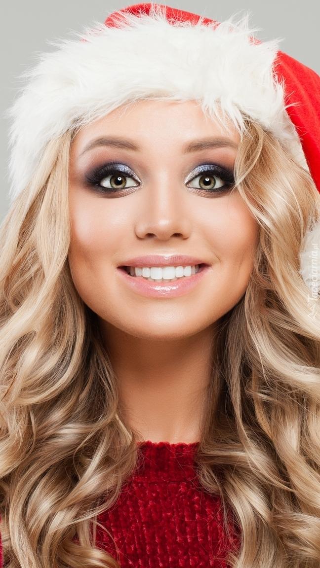 Blondynka w czapce Mikołaja