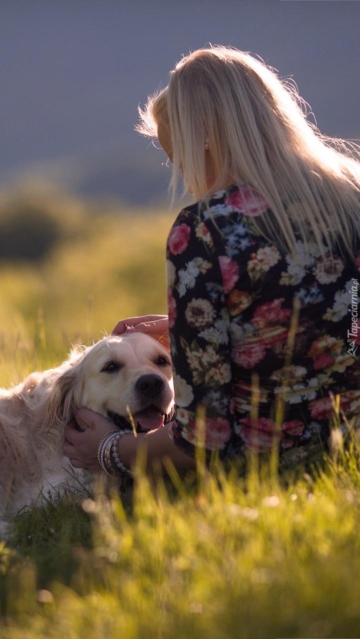 Blondynka z psem
