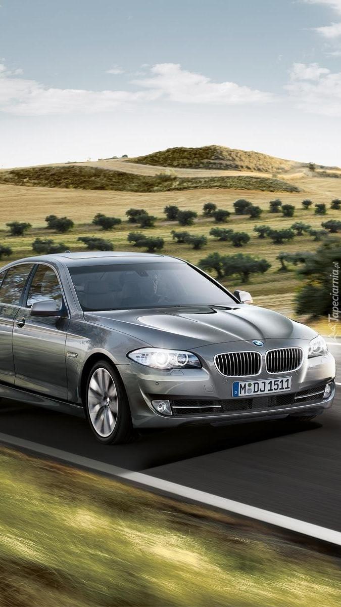 BMW 5 F10 na drodze