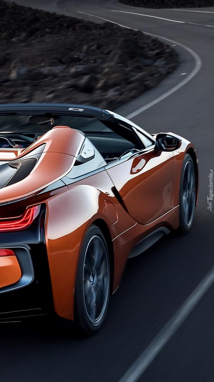 BMW i8 Roadster na drodze