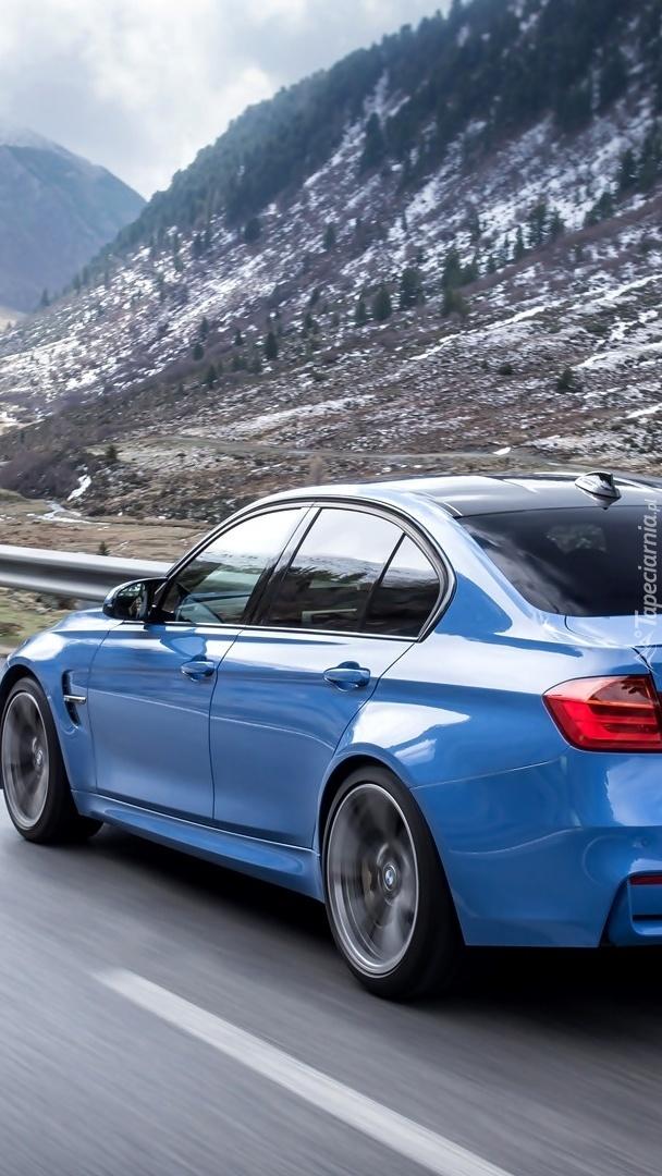 BMW M4 na drodze