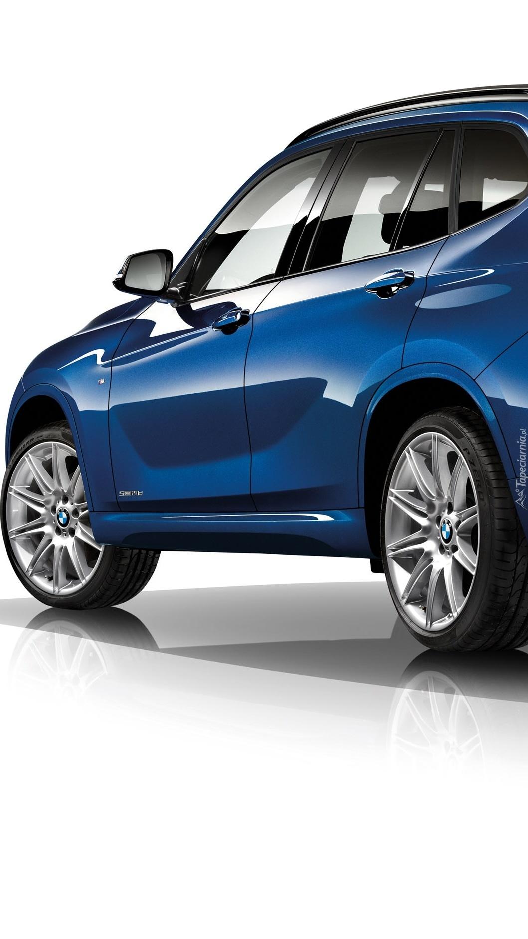 BMW X1 w niebieskim kolorze