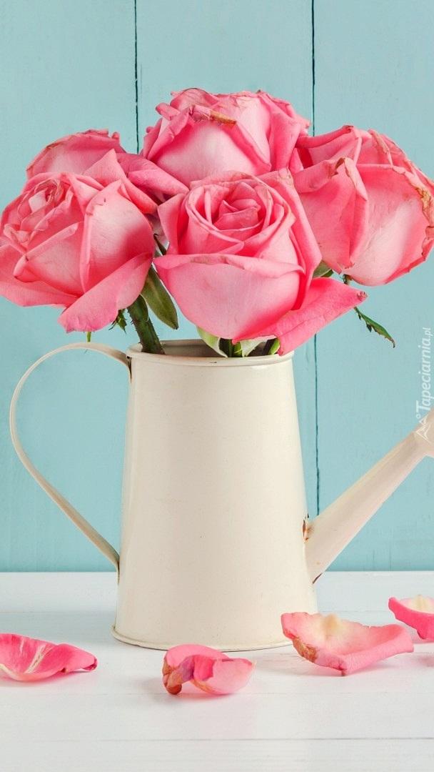 Bukiecik róż w konewce