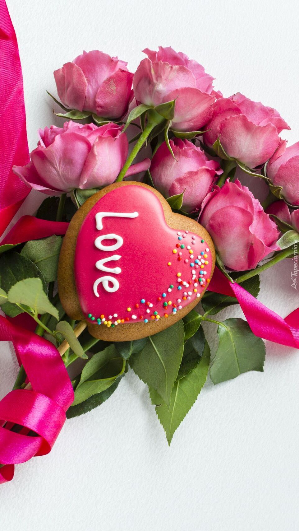 Bukiet róż z serduszkiem na Walentynki