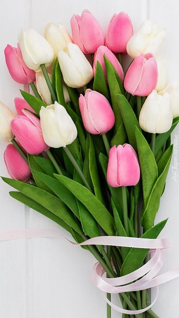 Bukiet z białych i różowych tulipanów