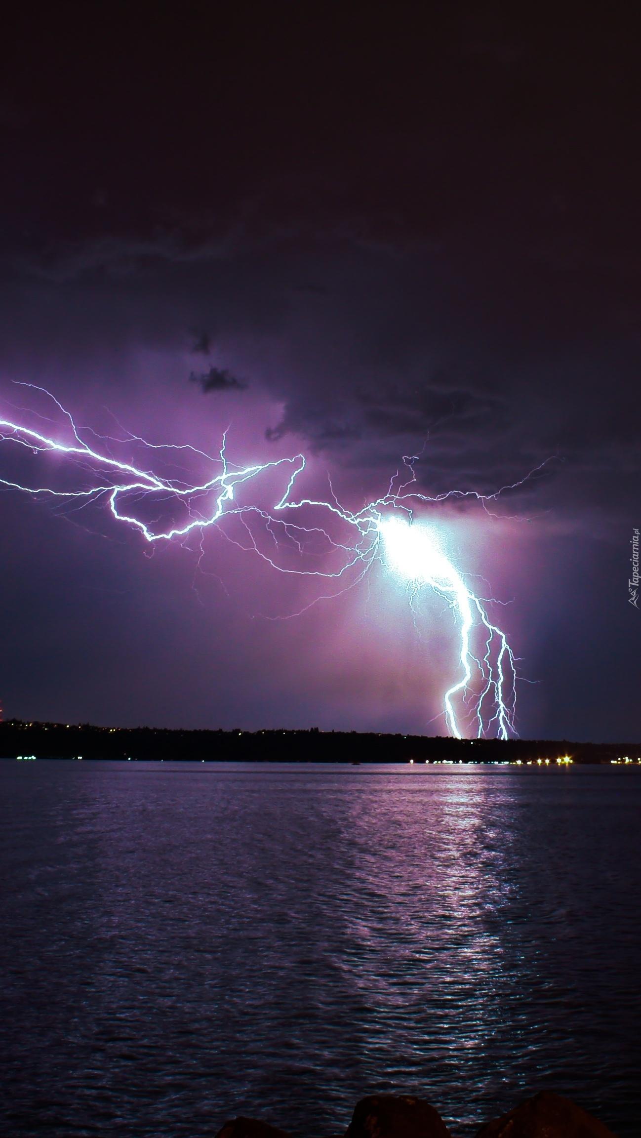 Burza nad jeziorem
