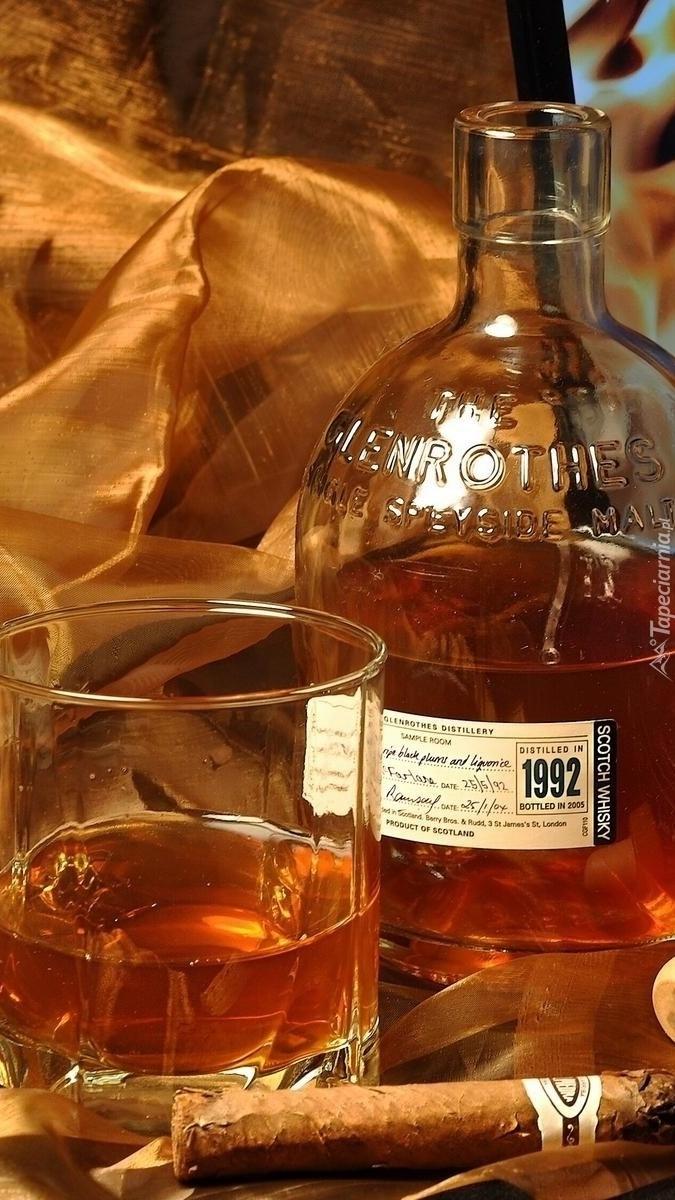 Butelka whisky i cygaro