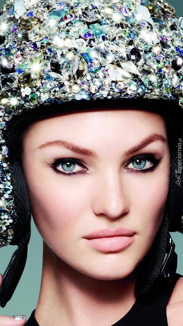 Candice Swanepoel w czapce
