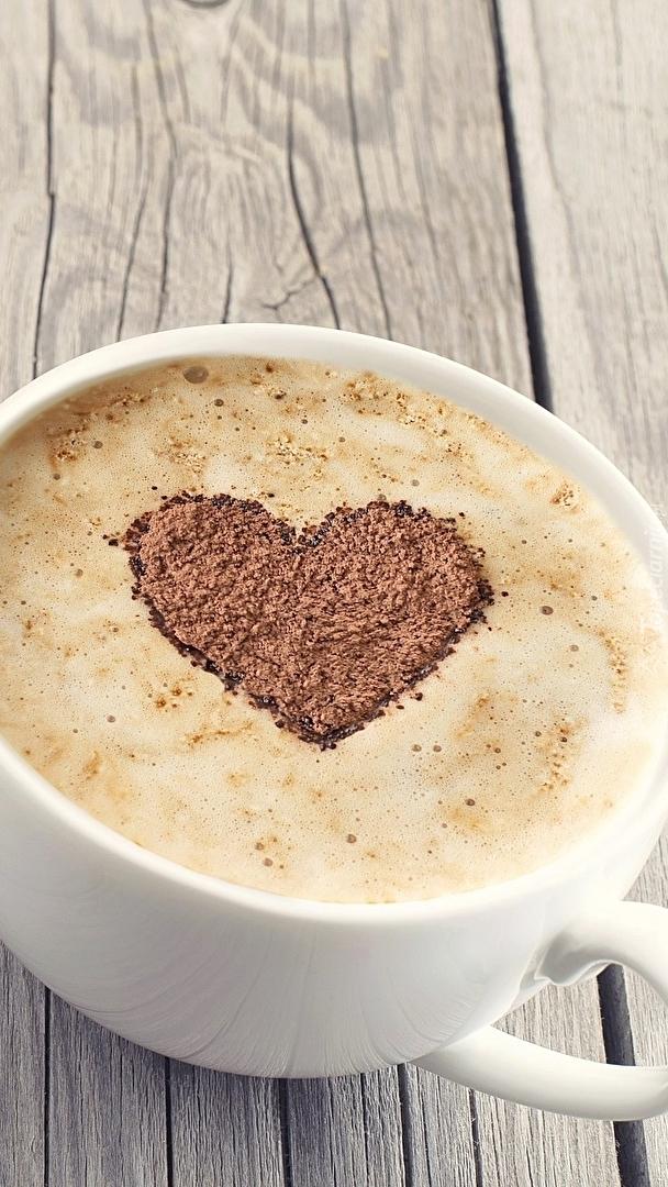 Cappuccino z sercem na piance