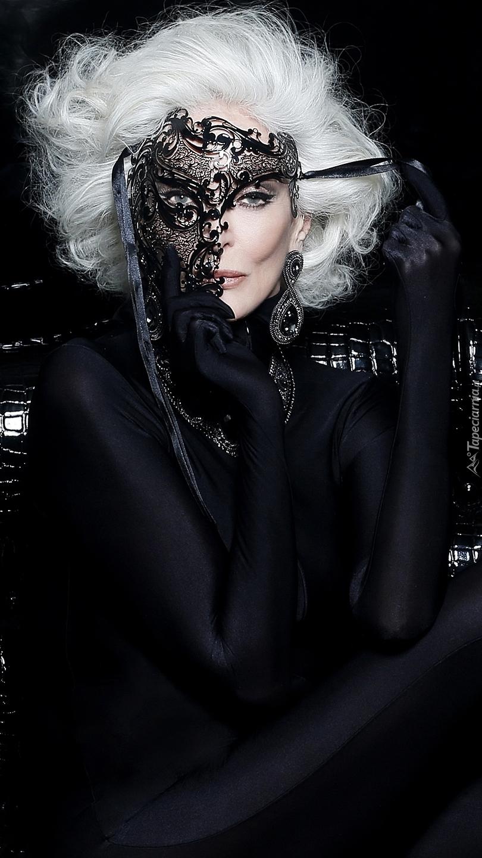 Carmen Dell Orefice w masce
